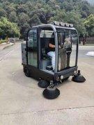 某部队选择扬子全封闭驾驶式扫地车