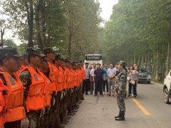 中国扬子集团慰问抗洪救灾部队