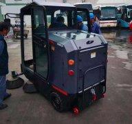 人工清扫效率低?用电动扫地车