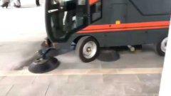 响应国家节能环保的号召,扬子推出工业扫地机