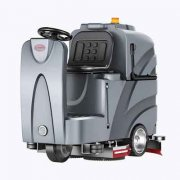 扬子X8驾驶式洗地机有哪些清洁优势