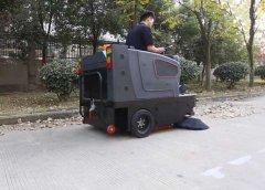 怎样选择小型电动扫地车