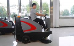 扬子S6电动扫地车进驻常州宝龙广场物
