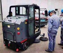 扫地界的杠把子:驾驶式扫地机
